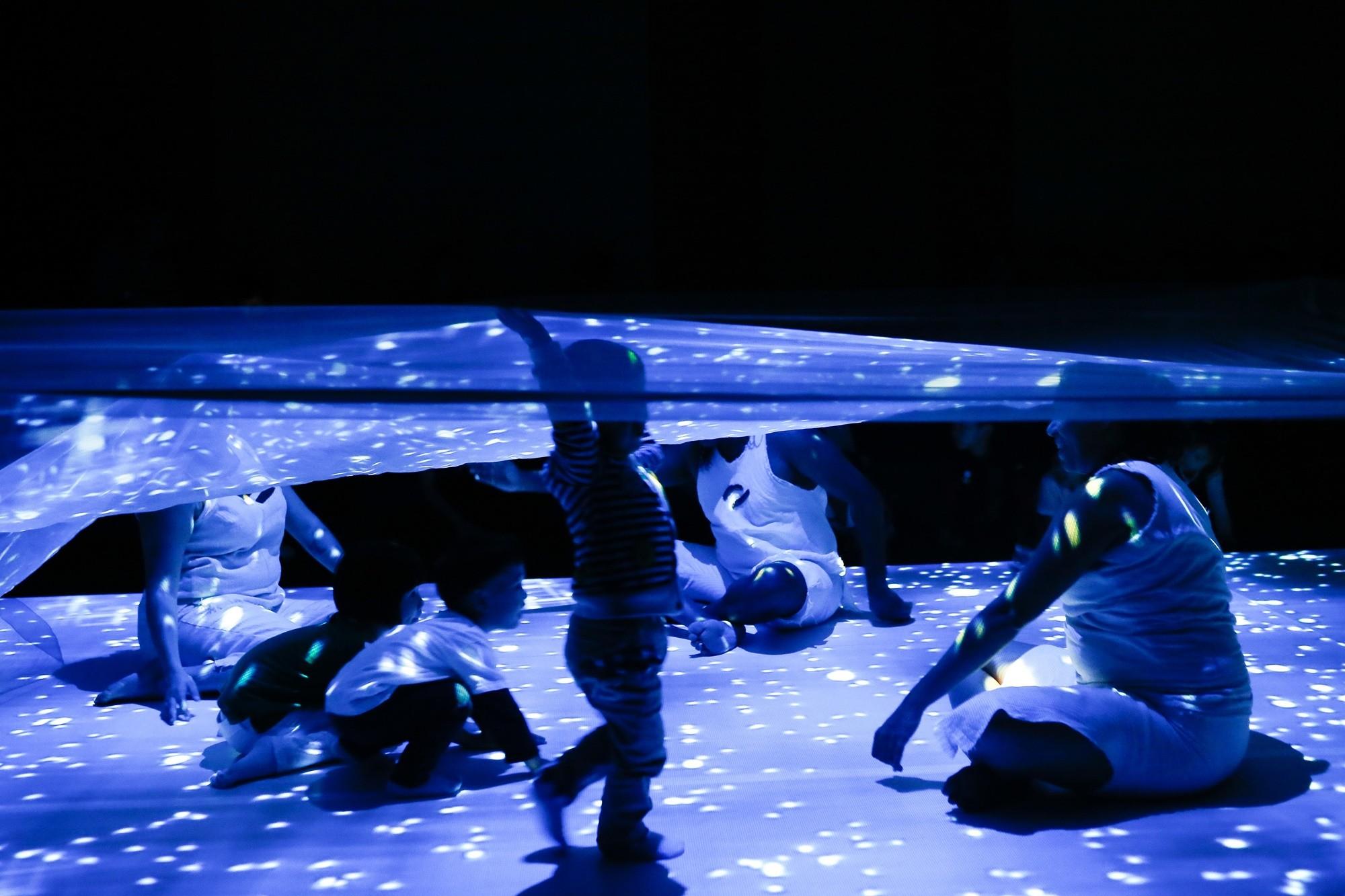 澳大利亚多媒体舞蹈旅行剧《魔毯•星空》